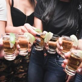 Как отстирать вино, пиво и остальной алкоголь с любой вещи?