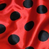 """Ткань Атлас """"Черные горохи на красном"""" (крупные)"""